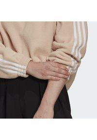 adidas Originals - FLEECE HZ - Fleece jumper - halo blush/white - 5