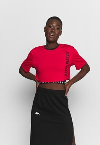 Calvin Klein Performance - CROPPED  - Print T-shirt - red - 0
