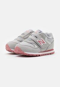 New Balance - IV393CGP - Sneakers basse - grey/pink - 1