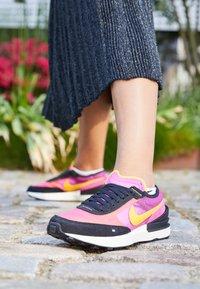 Nike Sportswear - WAFFLE ONE UNISEX - Trainers - active fuchsia/university gold/black/coconut milk - 4