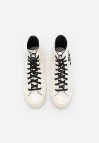 Converse - CONVERSE X KEITH HARING CHUCK 70 - High-top trainers - white/black - 3