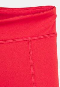 Nike Performance - TROPHY BIKE SHORT - Punčochy - track red/washed coral/white - 3
