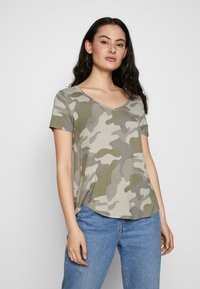 Hollister Co. - OVERSIZED TEE - T-shirt z nadrukiem - khaki - 0