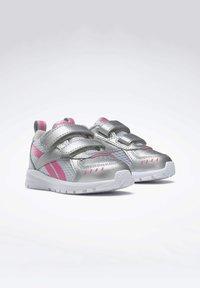 Reebok - REEBOK XT SPRINTER SHOES - Chaussures de running neutres - silver - 3