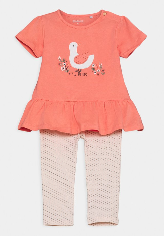 SET - T-shirt print - apricot/light pink