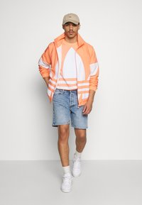 Jack & Jones - JJICHRIS JJORG  - Denim shorts - blue denim - 1