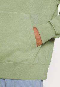 Nike Sportswear - CLUB HOODIE - Sweatshirt - oil green - 5