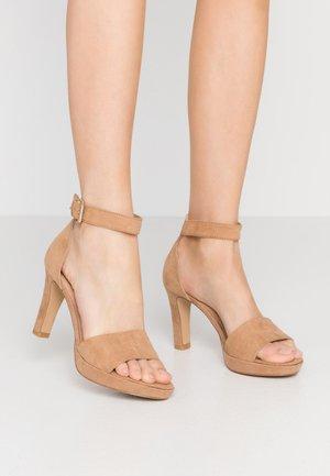 Sandály na vysokém podpatku - sand