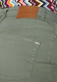 BLANCHE - AVELON - Straight leg jeans - agave green - 4