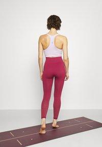 Yogasearcher - DHIANA - Punčochy - cerise - 2