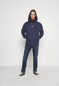 Tommy Jeans - SLIM - Jeans slim fit - queens dark blue - 1