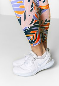 Nike Performance - 7/8 PSYCH  - Leggings - light thistle/white - 3