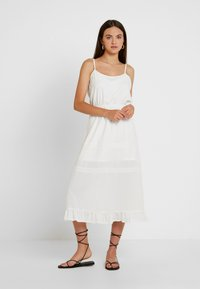 Missguided - BRODERIE ANGLAISE CAMI MIDI DRESS - Denní šaty - white - 0