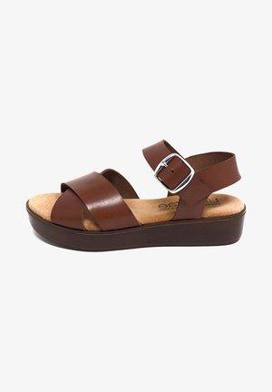 CIRA  - Sandalias con plataforma - marrón