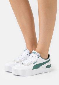 Puma - CARINA LIFT - Sneakers laag - white/blue spruce - 0