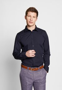 Bertoni - GUSTAV - Kostymskjorta - dress blue - 0