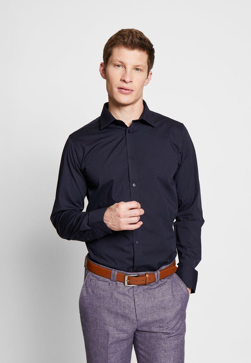 Bertoni - GUSTAV - Kostymskjorta - dress blue