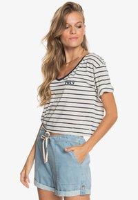Roxy - Print T-shirt - snow white kuta stripes - 3