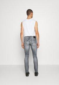 Tommy Jeans - SCANTON SLIM - Slim fit jeans - king iron grey - 2