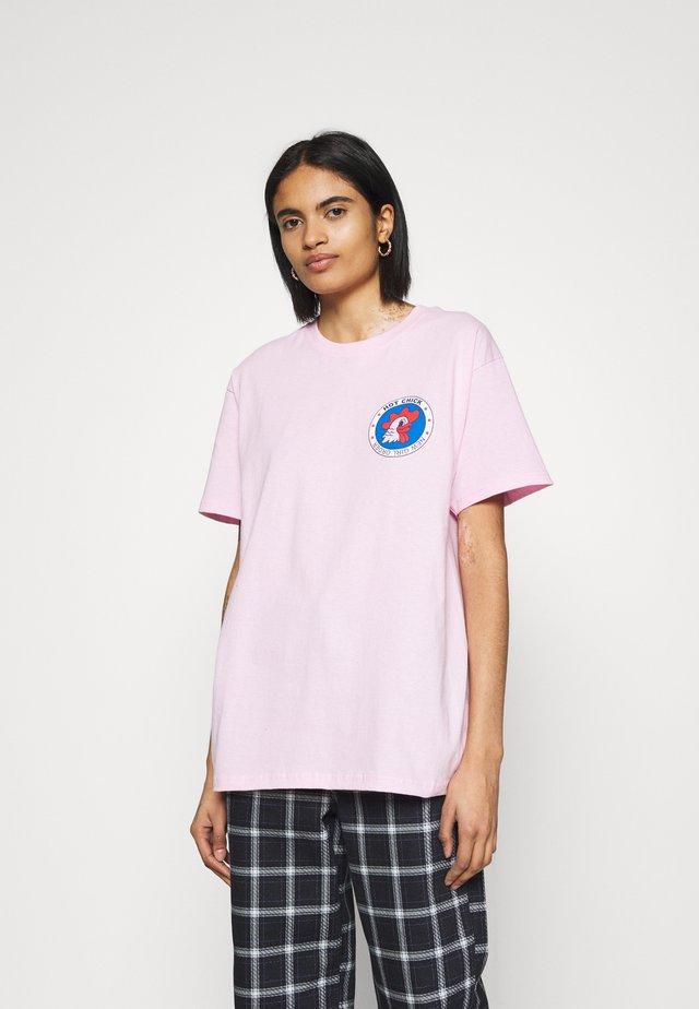 HOT CHICK TEE - T-shirt imprimé - pink
