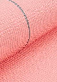 Casall - EXERCISE MAT BALANCE - Fitness / yoga - energized pink - 3