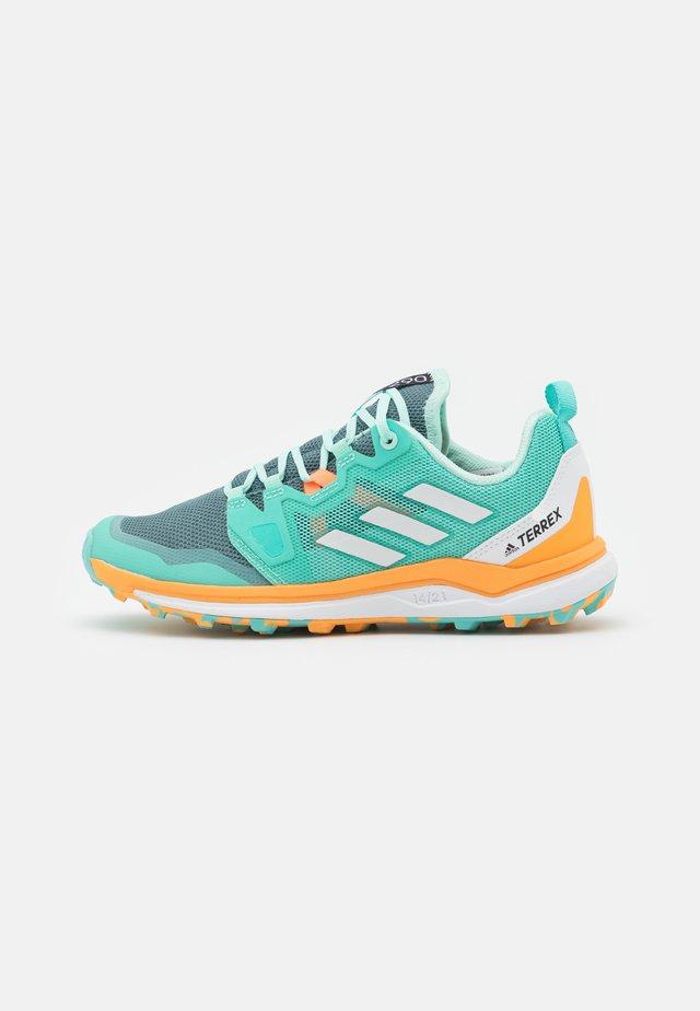 TERREX AGRAVIC TRAIL RUNNING - Trail running shoes - acid mint/crystal white/haze orange