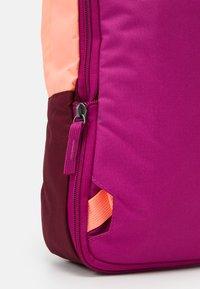 Nike Sportswear - TANJUN UNISEX - Tagesrucksack - cactus flower/cardinal red/dark beetroot - 5
