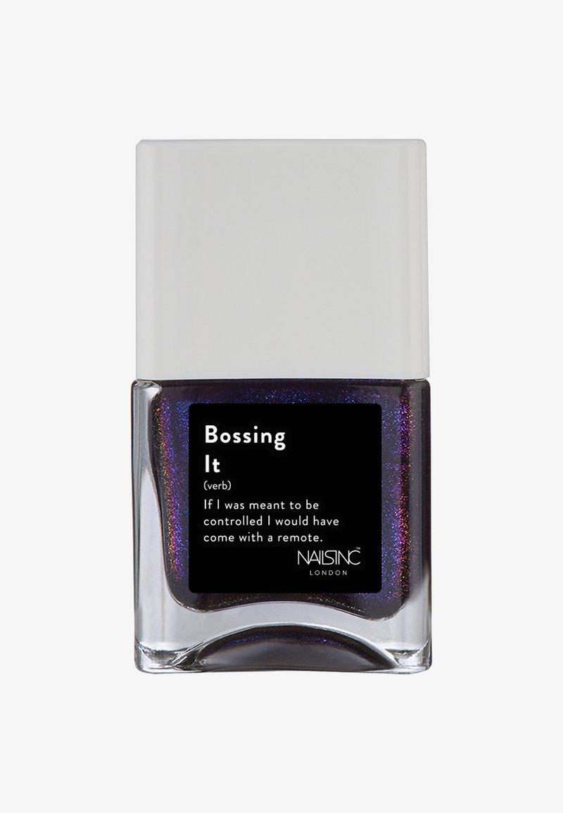 Nails Inc - LIFE HACK PERSONALITY POLISH 14ML - Nail polish - 10731 bossing it