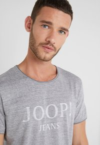JOOP! Jeans - THORSTEN-S - T-shirt imprimé - grau - 4