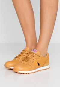 Polo Ralph Lauren - CLASSIC RUN - Sneaker low - honey - 0