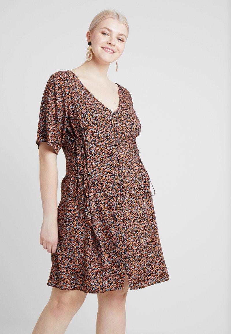New Look Curves - LILIAN DITSY LATTICE WAIST DRESS - Robe d'été - black