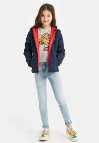 WE Fashion - DUFF VELAN REVERSIBLE - Light jacket - light red - 1