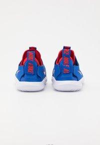 Nike Performance - FLEX RUNNER UNISEX - Scarpe running neutre - game royal/university red/photon dust/white - 2