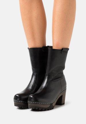 OCTAVIA - Platform ankle boots - bright