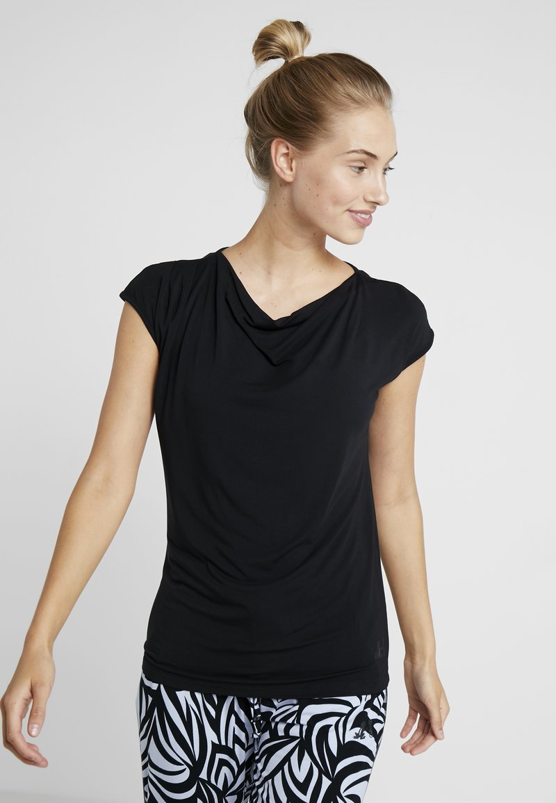 Curare Yogawear - WASSERFALL - T-Shirt basic - black