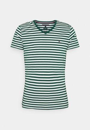 STRETCH V NECK TEE - Basic T-shirt - rural green/ivory