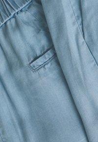 b.young - BYHARIMO SHORTS - Shorts - chambray blue - 2