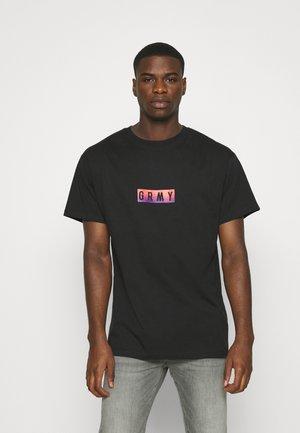 LA DOMINATION TEE UNISEX - T-shirts med print - black