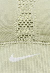Nike Performance - INDY SEAMLESS BRA - Light support sports bra - celadon/white - 6
