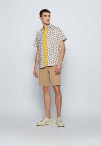 BOSS - Shorts - beige - 1