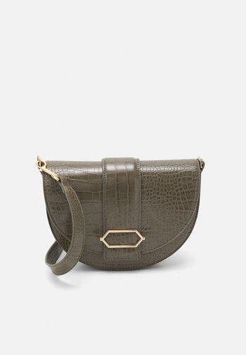 CROSSBODY BAG PEGGY - Across body bag - khaki