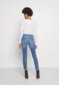Frame Denim - DE JEANNE CROP RAW EDGE - Jeans Skinny Fit - blue denim - 2