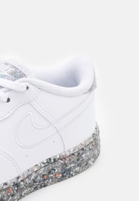 Nike Sportswear - FORCE 1 - Baskets basses - white/metallic silver - 5
