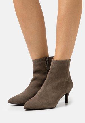 BIADAGGI ZIP - Kotníková obuv - warm grey