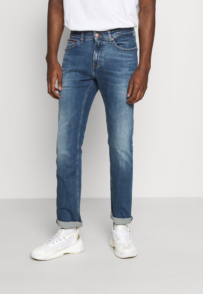 Tommy Jeans - SCANTON SLIM - Slim fit -farkut - dynamic chester mid blue