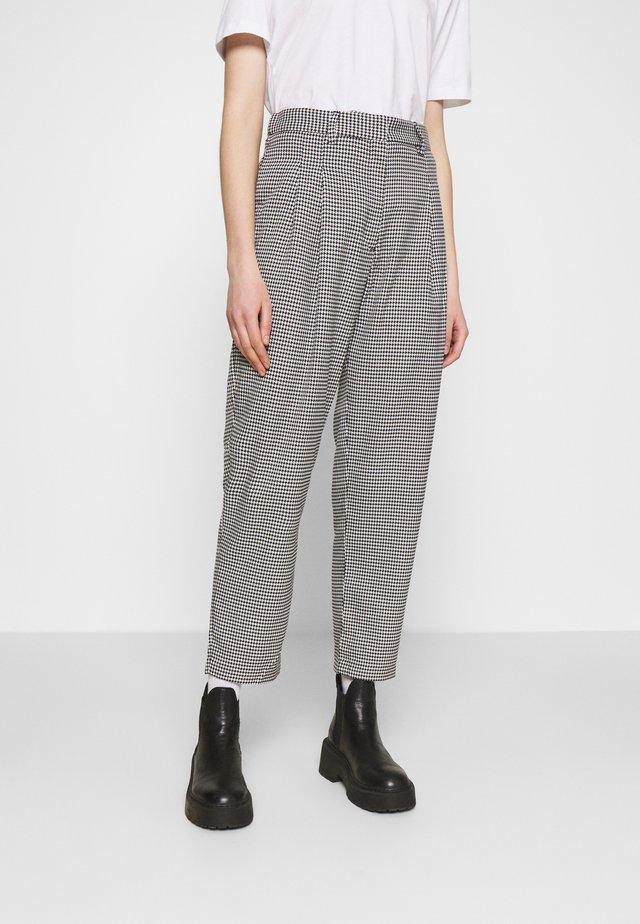 TYRA TROUSERS - Pantalon classique - black/white