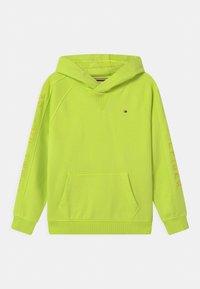 Tommy Hilfiger - SLEEVE ARTWORK HOODIE - Sweatshirt - sour lime - 0
