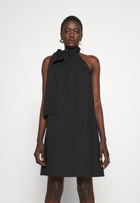 MICHAEL Michael Kors - HALTER TIE NECK DRESS - Koktejlové šaty/ šaty na párty - black - 0