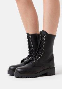 NAE Vegan Shoes - MANDY VEGAN - Platform-saappaat - black - 0