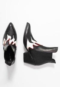 Vero Moda - VMJESS BOOT - Korte laarzen - black/white - 3